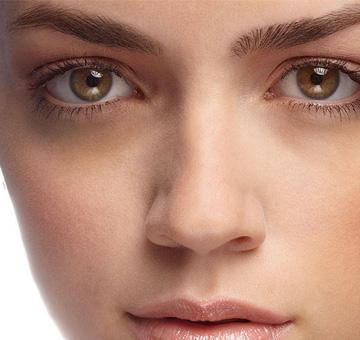 Olheiras x alimentação: o que você come pode ajudar a amenizar e também a piorar as manchas ao redor dos olhos