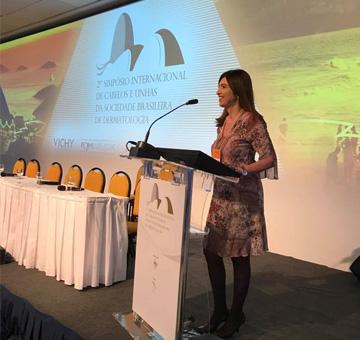 Dra. Flávia Addor palestra sobre envelhecimento capilar em evento da Sociedade Brasileira de Dermatologia